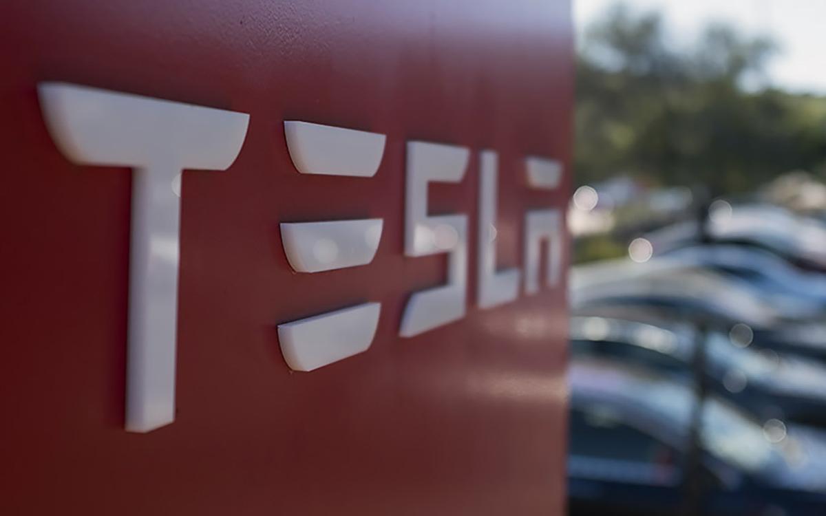 Компания Tesla обвинила Rivian вкраже коммерческой тайны— Очередной скандал