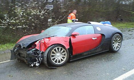 Самый дорогой суперкар в мире Bugatti Veyron угодил в ДТП