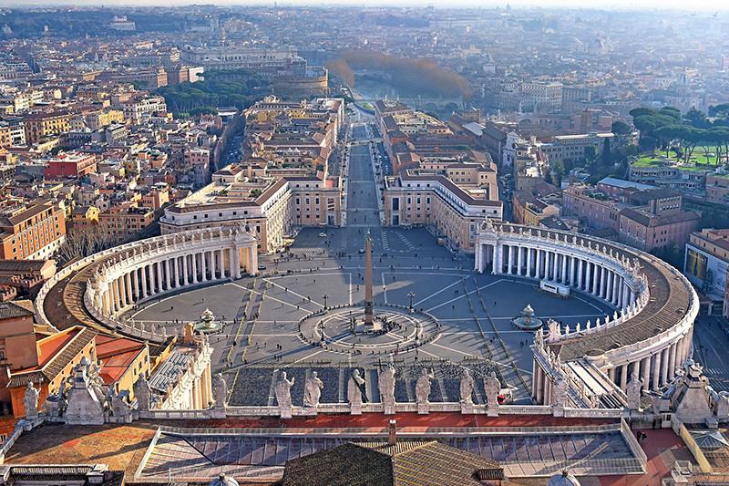 Вид на Площадь Святого Петра иулицу Виа делла Кончилиационе с собора Святого Петра