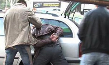 В центре Москвы поймали вора, укравшего из машины почти миллион рублей
