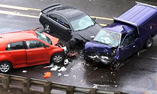 30 автомобилей разбились из-за ошибки коммунальщиков