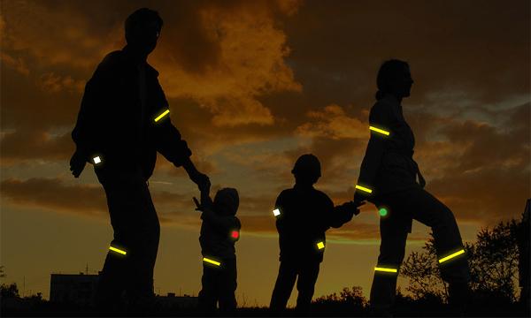 Пешеходов могут заставить носить светоотражающие элементы в городах