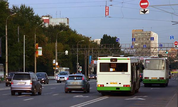 В Москве с девяти выделенных полос убрали знак «кирпич»
