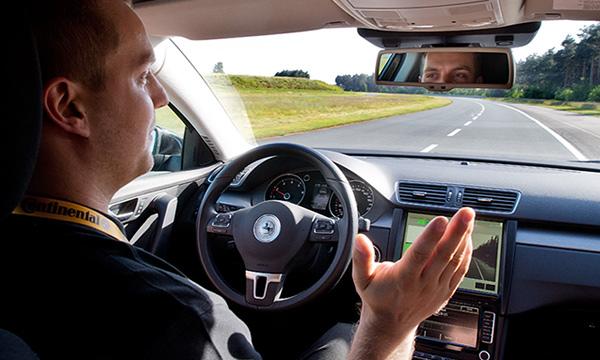 Эксперты предсказали массовое появление машин с автопилотом в 2017 году