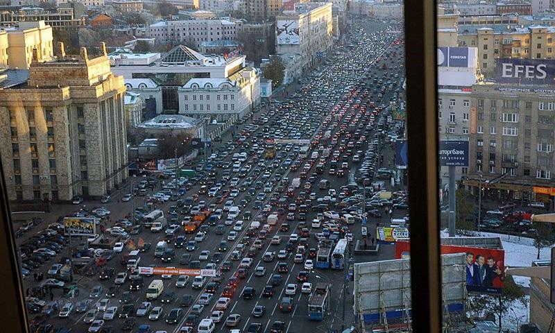 Количество машин на улицах Москвы быстро растет