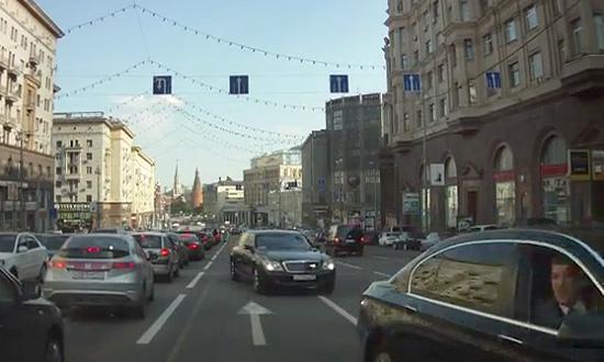 Maybach Жириновского поймали на встречной полосе. ВИДЕО