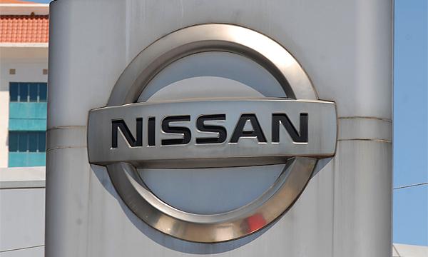 Чемпионы Англии по футболу будут ездить на Nissan