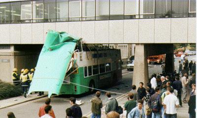 Во время аварии у венгерского автобуса срезало крышу