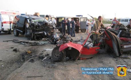 В Кузбассе «девятка» протаранила Infiniti, четверо погибли