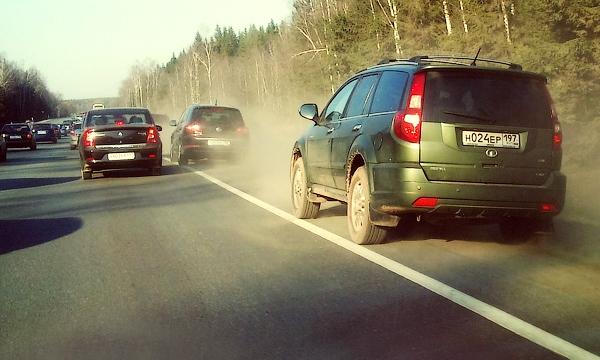Верховный суд разрешил не уступать дорогу движущимся по обочине автомобилям