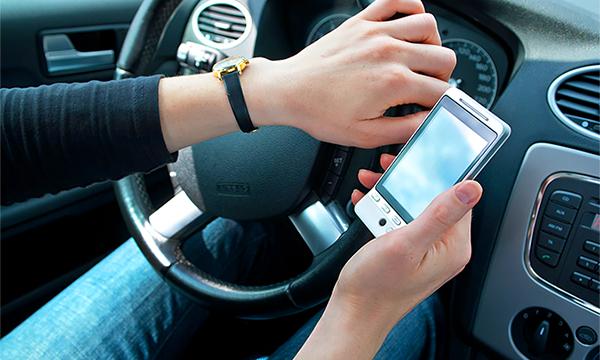Сигареты, гаджеты, кефир: что еще могут запретить водителям