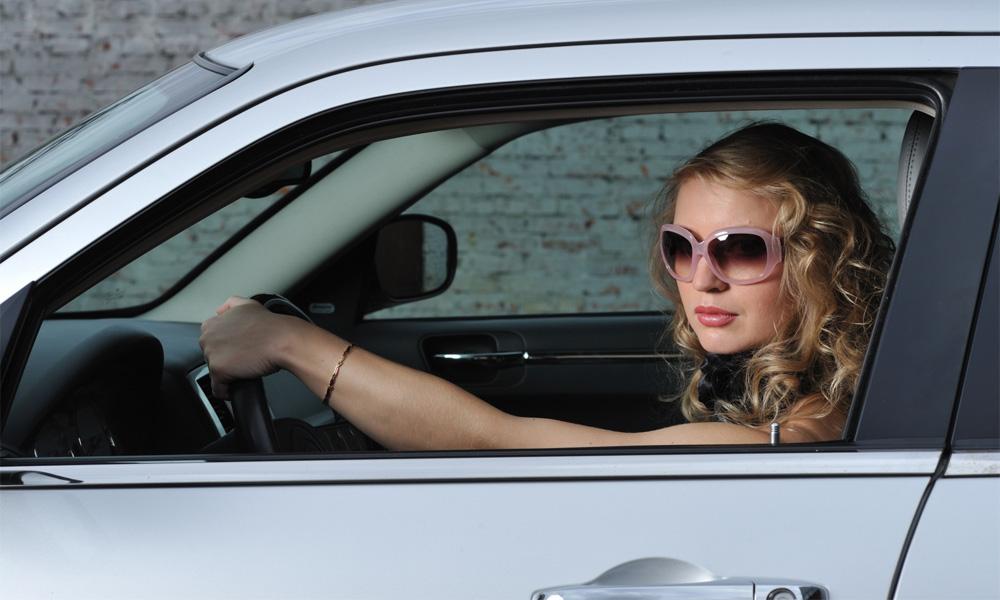 Блондинка за рулем: стихийное бедствие на дорогах Москвы
