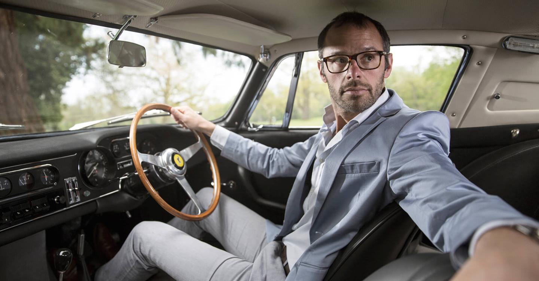 Макс Жирардо, в прошлом успешный аукционер, сегодня владелец собственного брокерского бюро по продаже антикварных автомобилей
