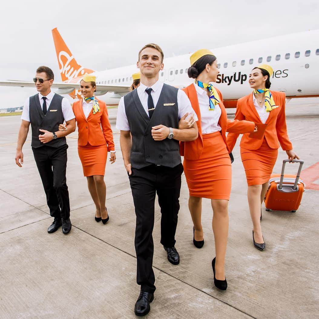 Сотрудники авиакомпании SkyUp до модернизации униформы