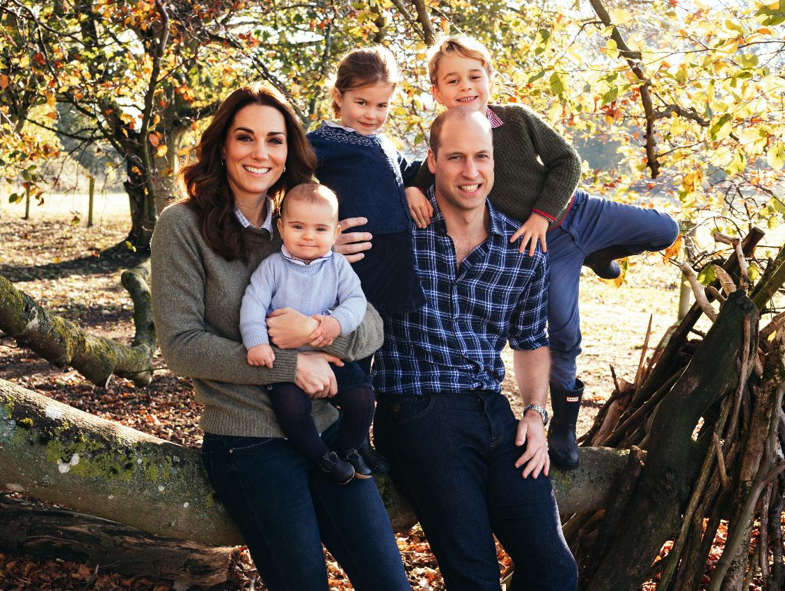 Принц Уильям и Кэтрин, герцогиня Кембриджская, с детьми: Луи (1 год), Шарлоттой (4 года) и Джорджем (5 лет)