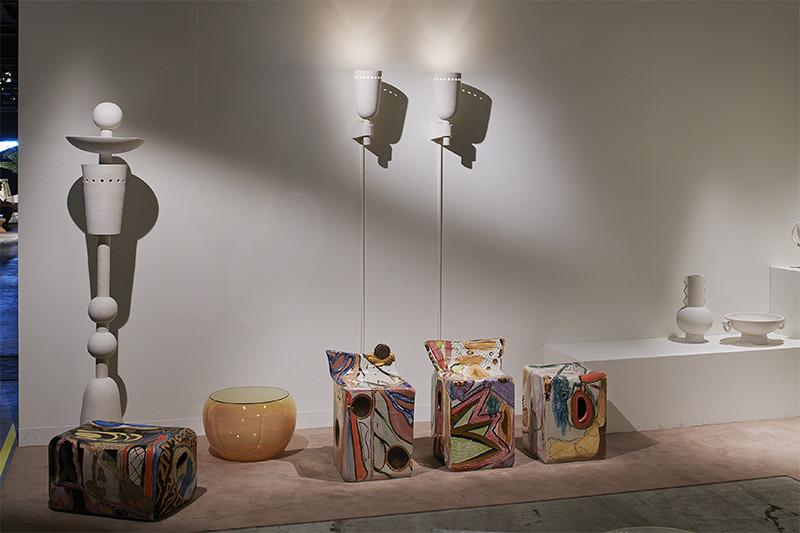 Работы дизайнеров Джона Хогана, Эрика Ройнестада и Рейнальдо Сангино. Стенд галереи The Future Perfect на выставке Design Miami/Basel 2018