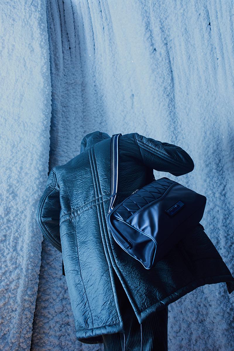 На Филиппе: куртка Bikkembergs (ЦУМ); брюки Brunello Cucinelli (бутик Brunello Cucinelli); сумка Furla (ЦУМ)