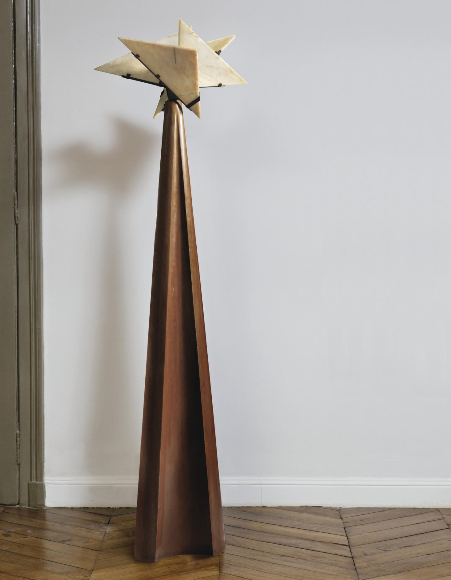 Пьер Шаро, торшер Religieuse, модель SN 31, 1923 (продан на аукционе Christie's, в Нью-Йорке в июне 2018 года за $2 172 500)
