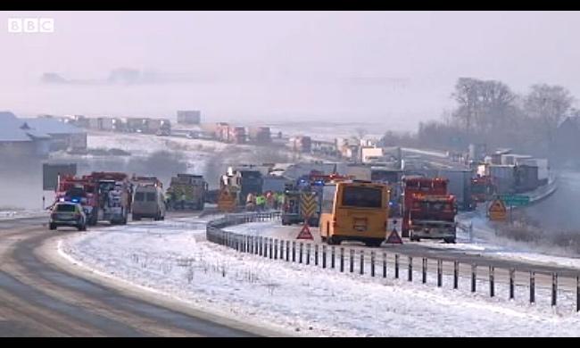 В Швеции произошла авария с участием более 100 машин
