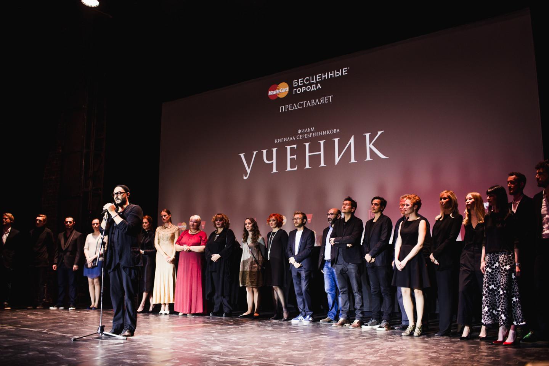 Кирилл Серебренников со съемочной группой