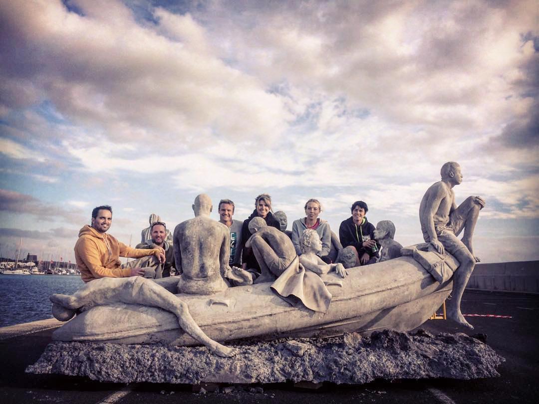 Скульптура«Плот Лампедузы» перед погружением на дно