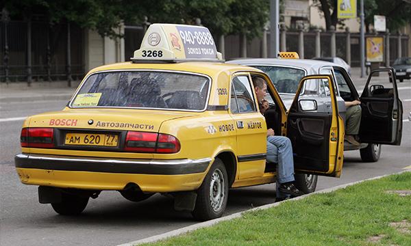 Водителям с судимостью хотят запретить работать в такси