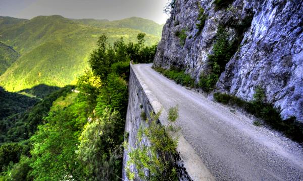 Дороги без разделительной полосы назвали самыми опасными