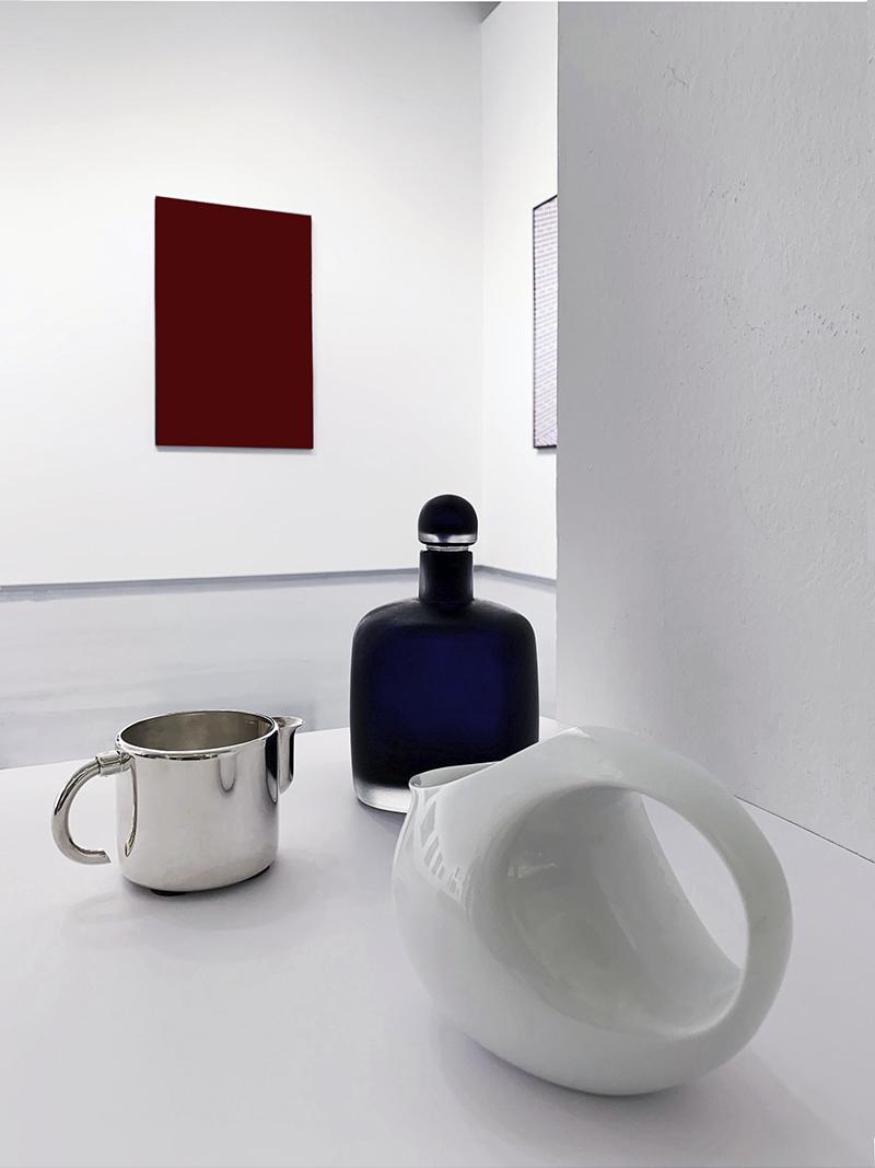 Молочник Vertigo, дизайн Андре Пютман, Christofle (салоны Gallery Royal); графин Venini (салон Krassky); молочник Bulle, Bernardaud (салоны Gallery Royal)
