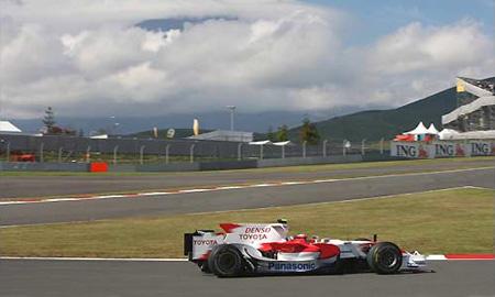 Toyota и McLaren доминируют на заездах в Японии