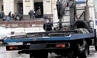 На дороги Москвы вышли эвакуаторы