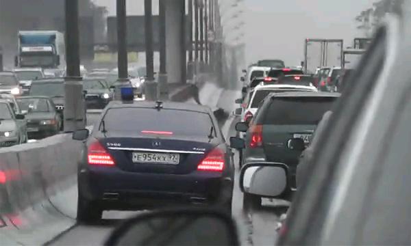 Водитель Шойгу наказан за хамство на МКАД