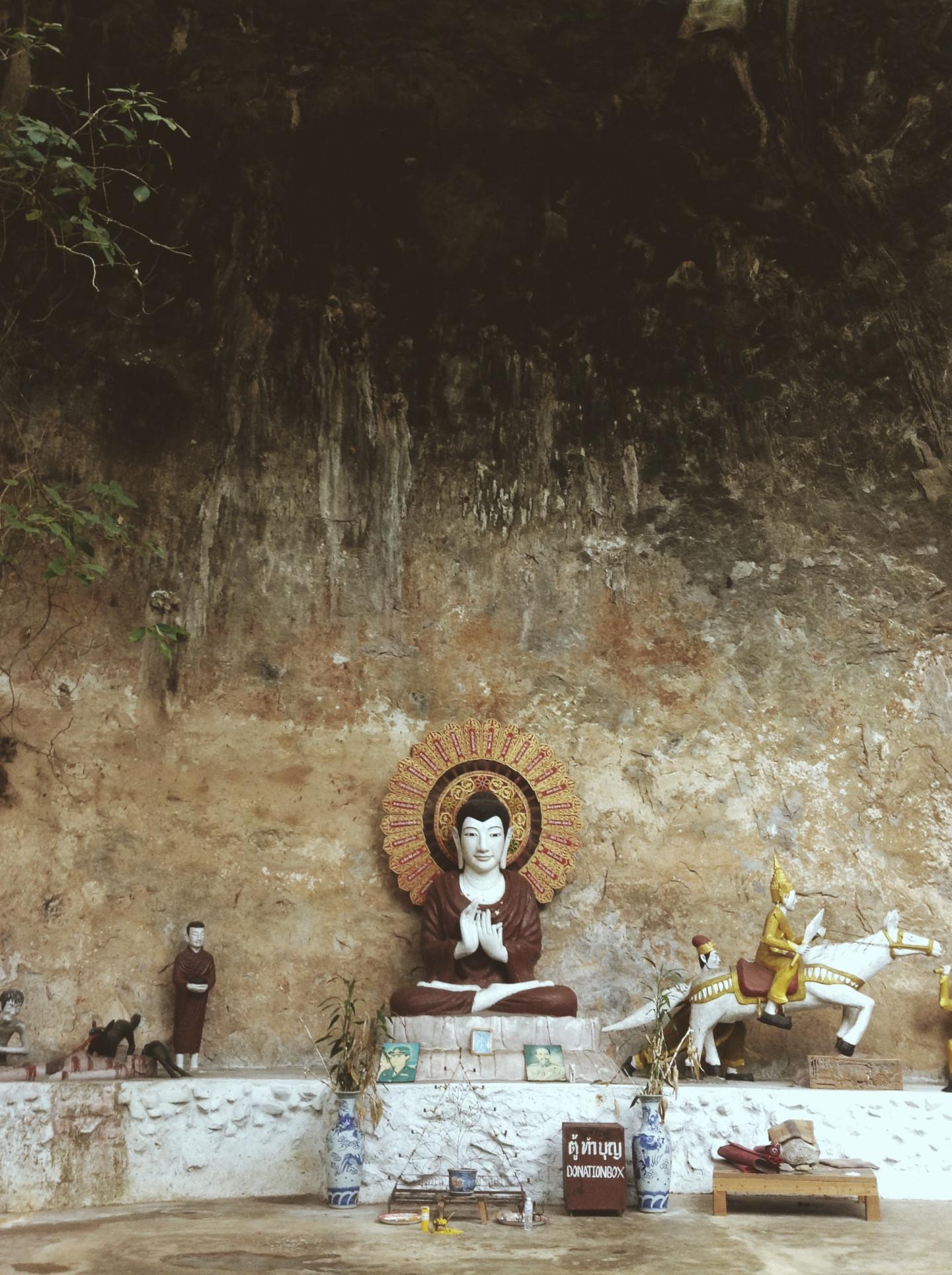 Пещера при монастыре Ват Там Вуа
