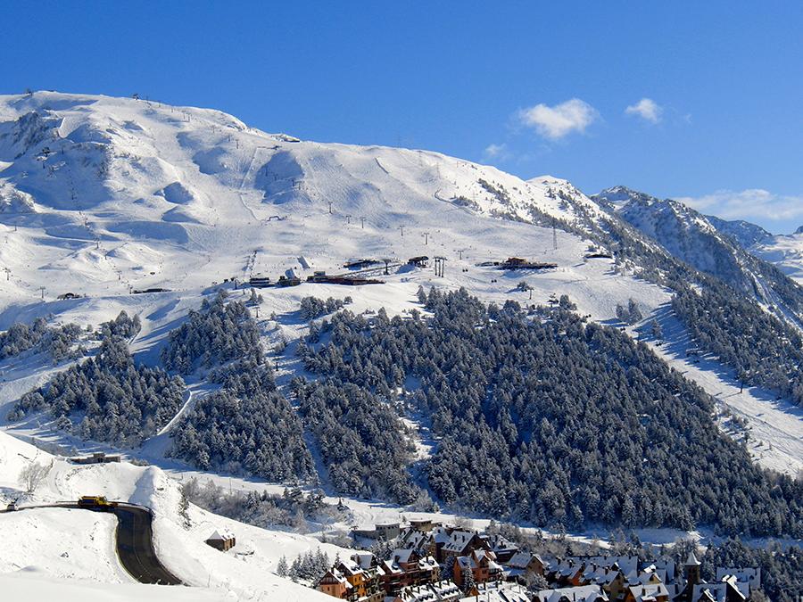 Лыжный курорт Испании Арамон-Ски-Ареа