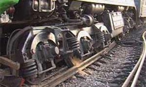 Поезд столкнулся с автомобилем на железнодорожном переезде