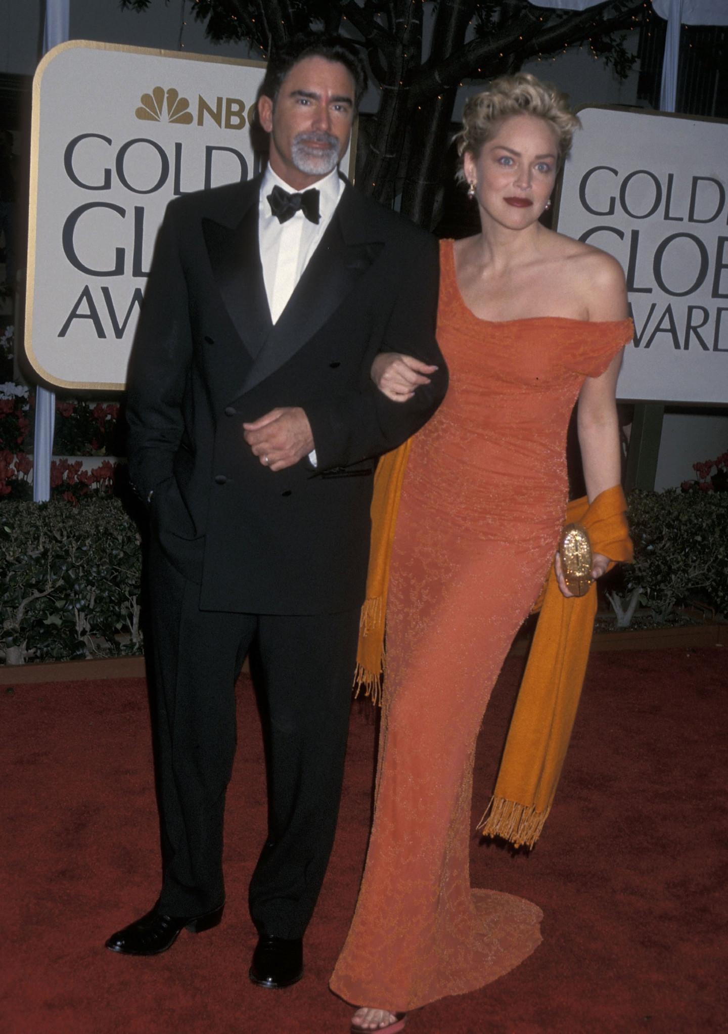Шэрон Стоун с мужем Филом Бронштейном на 56-й церемонии «Золотой глобус» 24 января 1999 года