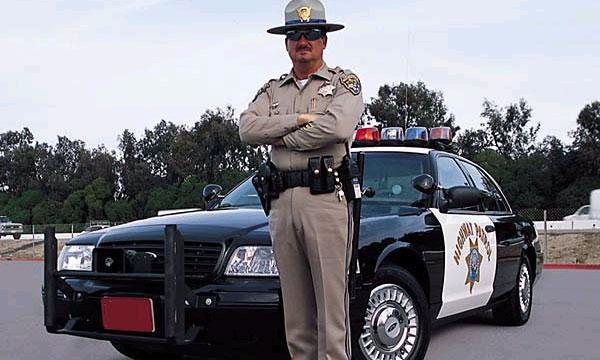 Фальшивый полицейский поймал настоящего за превышение скорости