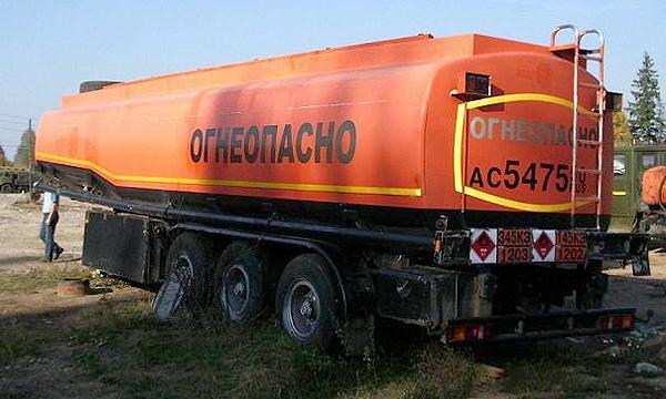 Запретительные пошлины на вывоз бензина продлили на месяц