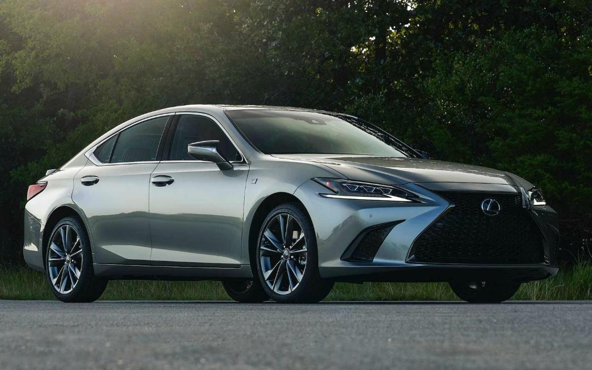 Седан Lexus ES впервые обзавелся полным приводом
