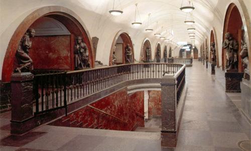 Меняется режим работы станции метро Площадь Революции