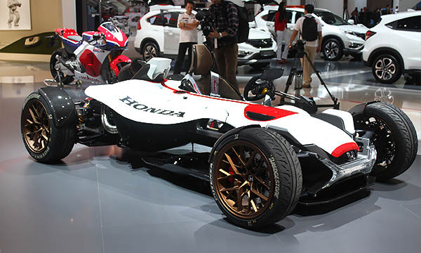 Honda представила спорткар с двигателем от мотоцикла