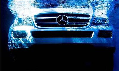 Mercedes-Benz GL450 утопили в угоду искусству