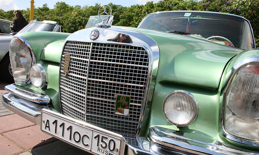Mercedes устроил ралли по Москве