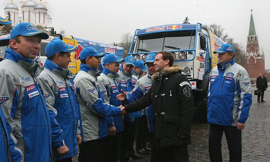 Победители Дакара-2009 приехали в Кремль к президенту на КамАЗах