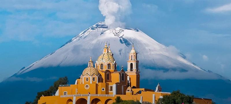 Церковь на вершине пирамиды Чолулы, штатПуэбла, Мексика