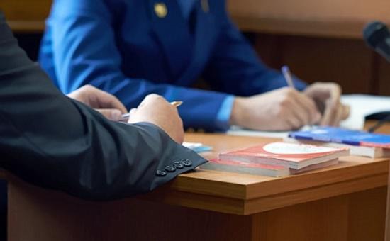 директор признал иск злоупотребив служебным положением