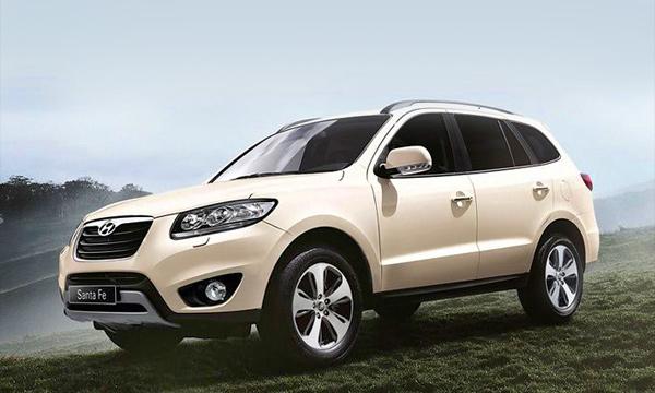 Hyundai  Santa Fe получил комплектацию с передним приводом