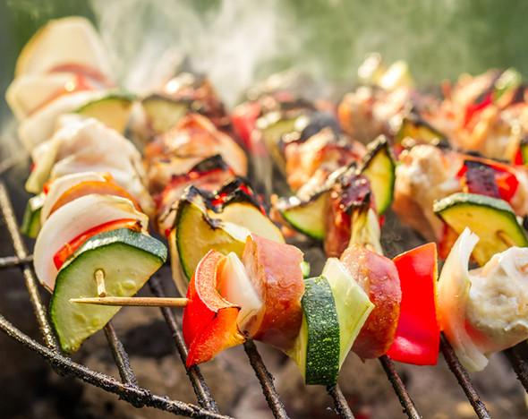 Пикник со вкусом: небанальные рецепты шашлыка