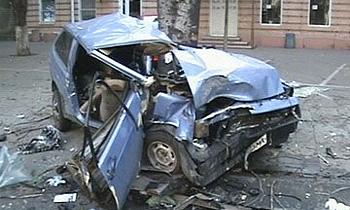 В Ростовской области водитель ВАЗа уронил на себя крышу остановки