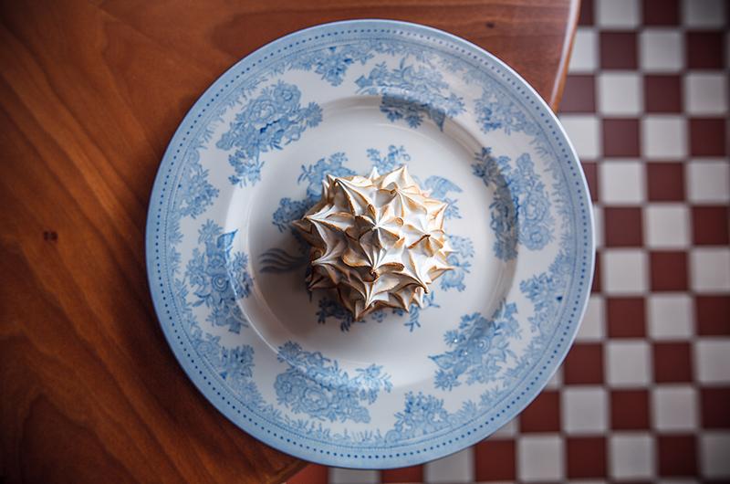 Десерт «Аляска» в Buro Tsum