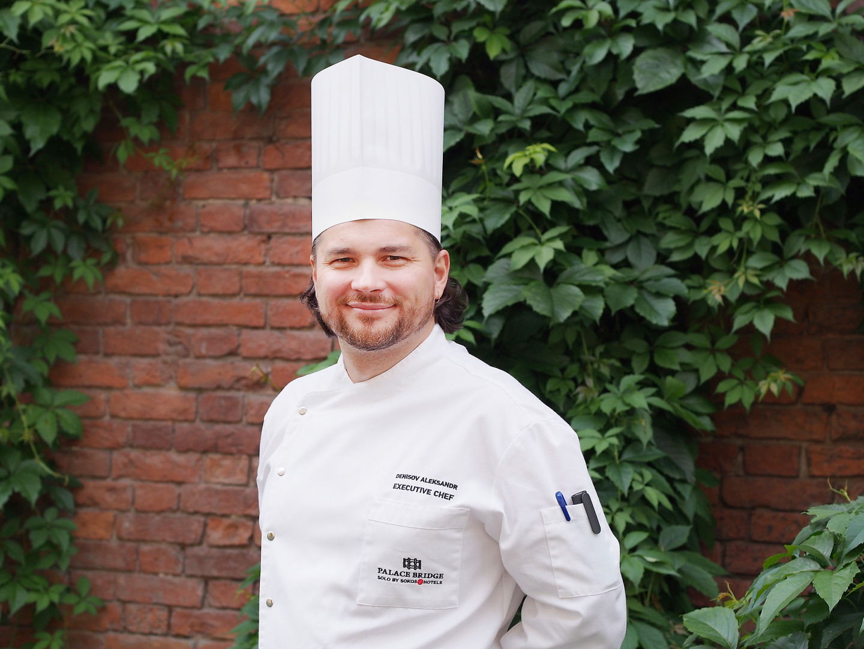 Шеф-повар Александр Денисов